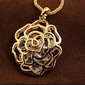Rose gold plated flower pendant necklace.